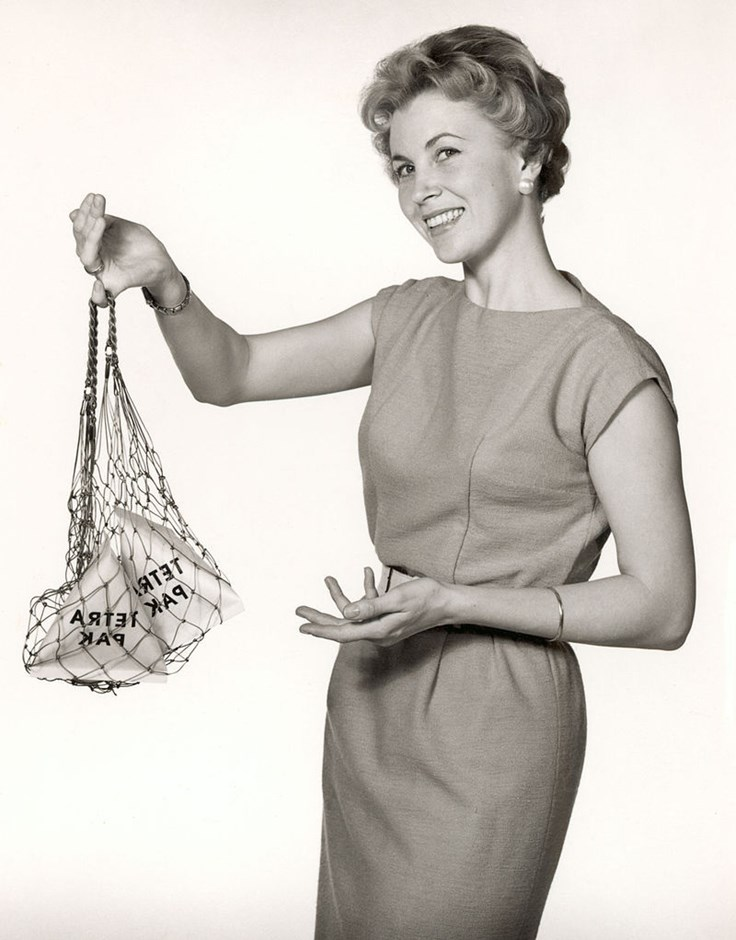 Think, Amateur housewife doing laundry congratulate